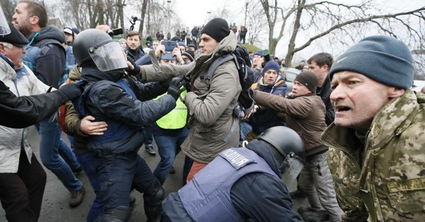 Scontri a Kiev fra polizia e sostenitori di Mikheil Saakashvili